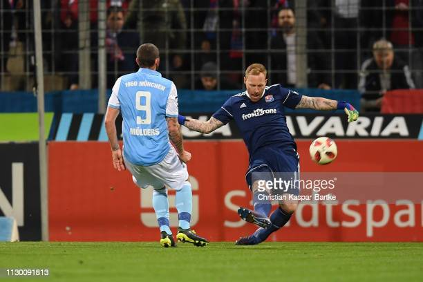 Lukas Koenigshofer of SpVgg Unterhaching challenges Sascha Moelders of TSV 1860 Muenchen during the 3 Liga match between TSV 1860 Muenchen and SpVgg...
