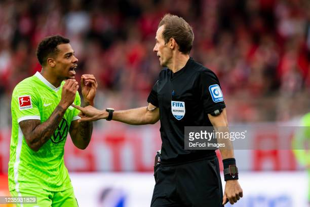 Lukas Nmecha of VfL Wolfsburg and referee Sascha Stegemann discusses during the Bundesliga match between 1. FC Union Berlin and VfL Wolfsburg at...