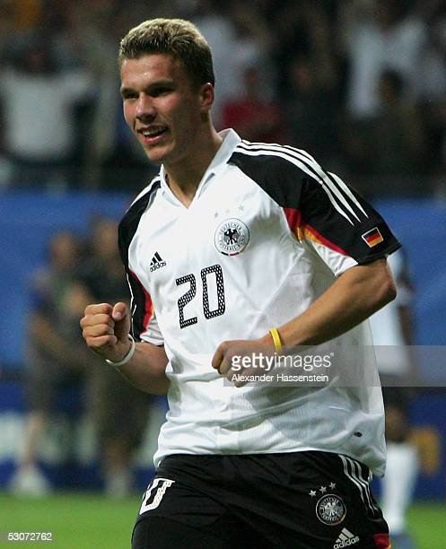 Lukas Podolski of Germany celebrates scoring the winning goal during the FIFA Confederations Cup 2005 match between Germany and Australia on June 15...