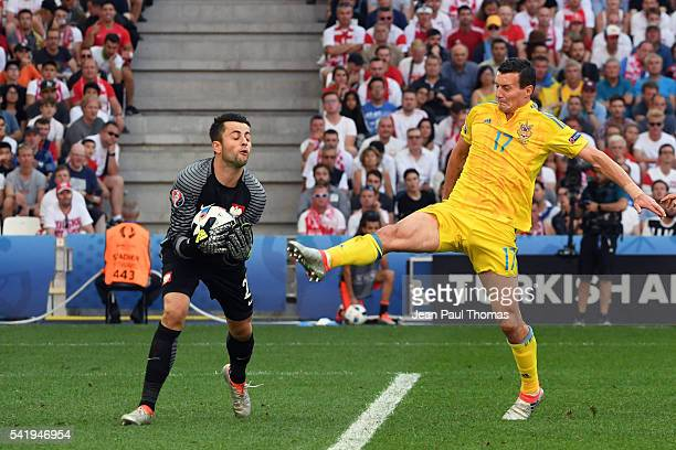 Lukasz FABIANSKI of Poland and Artem FEDETSKIY of Ukraine during the UEFA EURO 2016 Group C match between Ukraine and Poland at Stade Velodrome on...