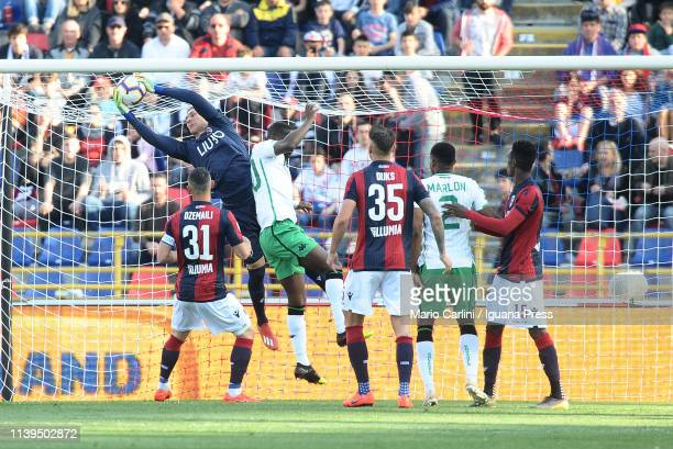 Lukasz Skorupski goalkeeper of Bologna FC in action during the Serie A match between Bologna FC and US Sassuolo at Stadio Renato Dall'Ara on March 31...