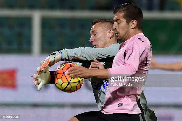 Lukasz Skorupski goalkeeper of Empoli is challenged by Aleksandar Trajkovski of Palermo during the Serie A match between US Citta di Palermo and...