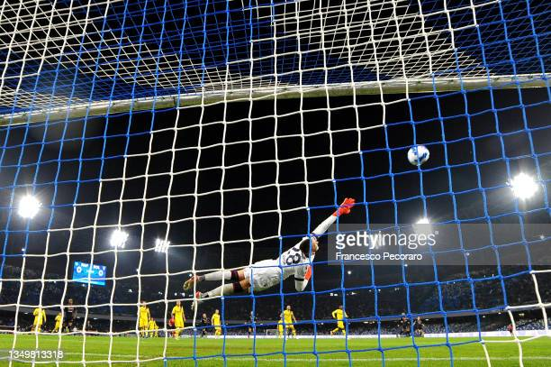 Lukasz Skorupski of Bologna fails to save a shot from Fabian of SSC Napoli as he scores their side's first goal during the Serie A match between SSC...