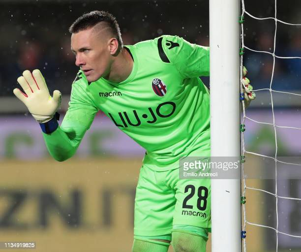 Lukasz Skorupski of Bologna FC gestures during the Serie A match between Atalanta BC and Bologna FC at Stadio Atleti Azzurri d'Italia on April 4 2019...