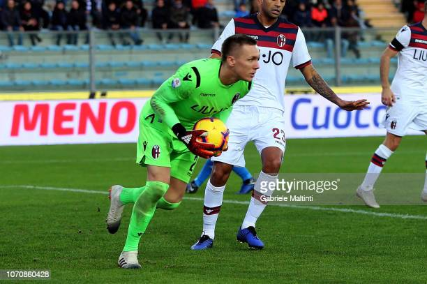Lukasz Skorupski of Bologna FC gestures during the Serie A match between Empoli and Bologna FC at Stadio Carlo Castellani on December 9 2018 in...