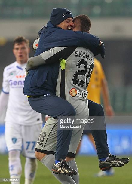 Lukasz Skorupski of Empoli FC celebrates a victory at the end of the Serie A match between Hellas Verona FC and Empoli FC at Stadio Marc'Antonio...