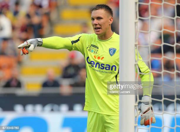 Lukasz Skorupski of Empoli FC directs his defense during the Serie A match between AC Milan and Empoli FC at Stadio Giuseppe Meazza on April 23 2017...