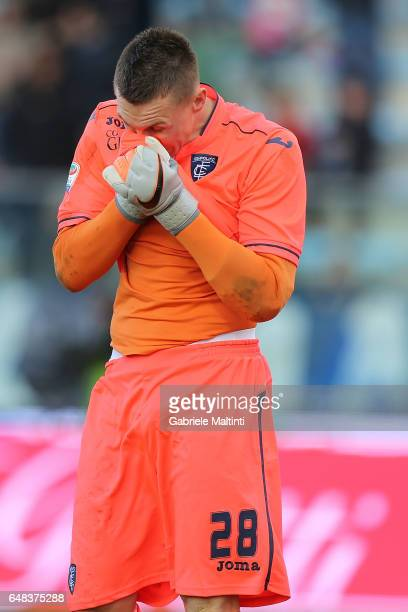 Lukasz Skorupski of Empoli FC reacts during the Serie A match between Empoli FC and Genoa CFC at Stadio Carlo Castellani on March 5 2017 in Empoli...