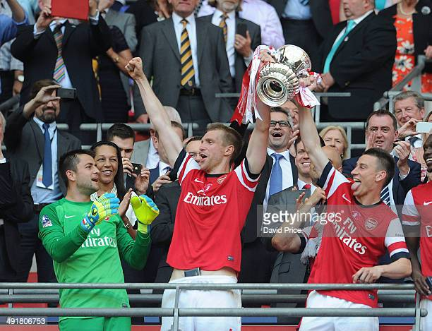 Lukaz Fabianski Per Mertesacker and Laurent Koscielny of Arsenal lift the FA Cup Trophy after the match between Arsenal and Hull City in the FA Cup...