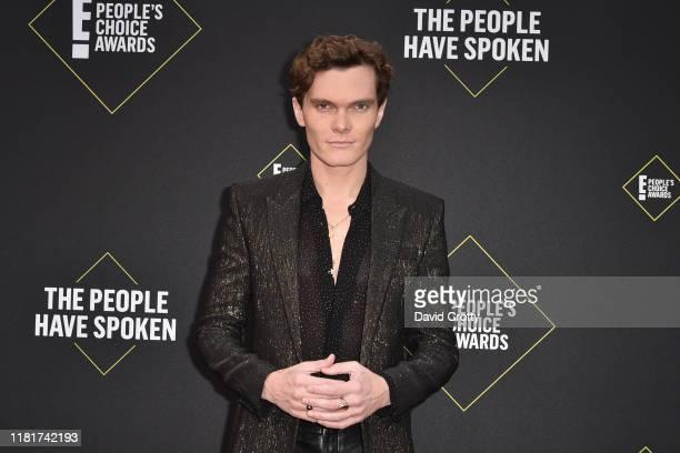 Luke Baines attends 2019 E! People's Choice Awards - Arrivals at The Barker Hanger on November 10, 2019 in Santa Monica, California.