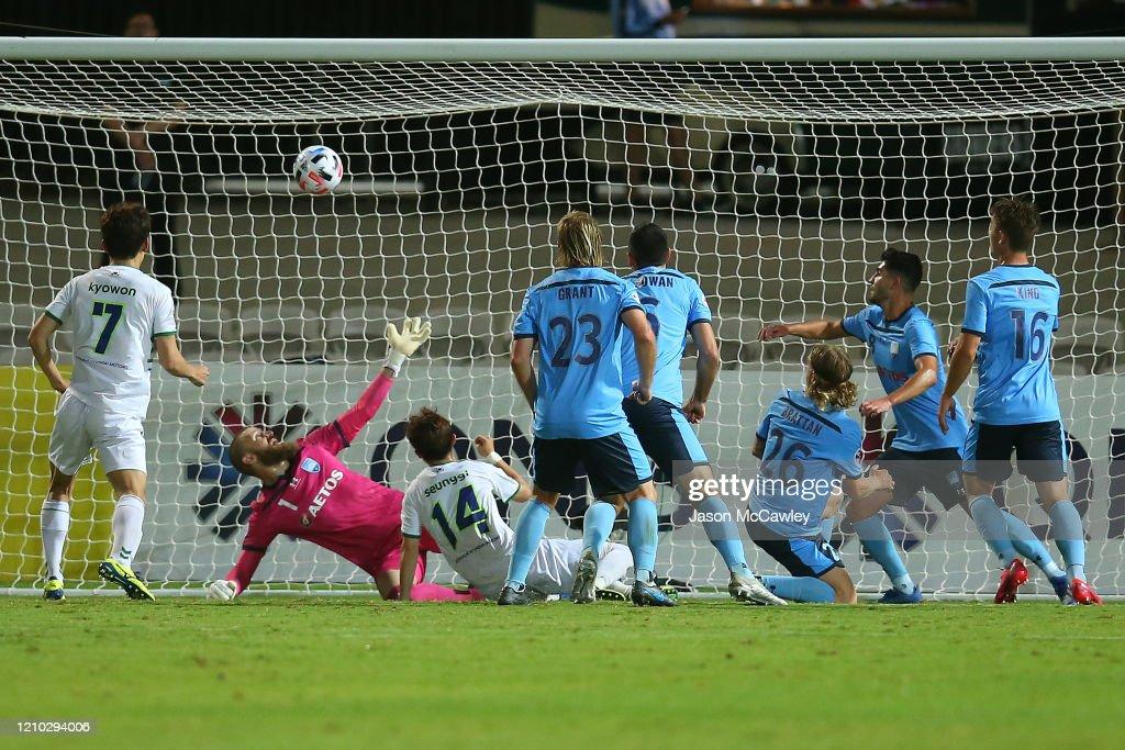 AFC Champions League: Preliminary Stage - Sydney FC v Jeonbuk Hyundai Motors FC : News Photo