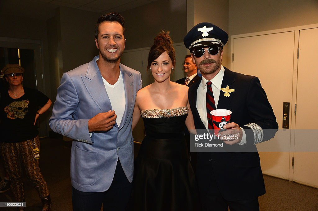 2014 CMT Music Awards - Red Carpet : News Photo