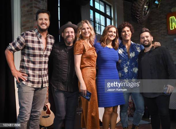 Luke Bryan Kristian Bush and Jennifer Nettles of 'Sugarland' Paula Faris Dan Smyers and Shay Mooney of 'Dan Shay' speak during the 52nd CMA Awards...