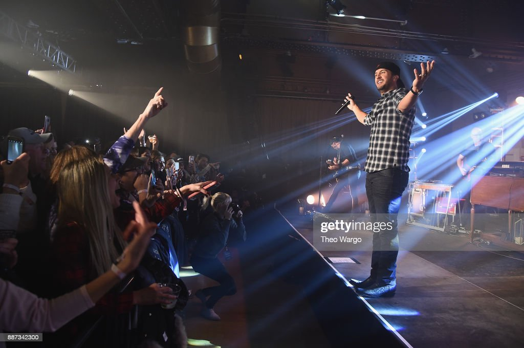 Luke Bryan performs at Pandora Up Close With Luke Bryan on December 6, 2017 in New York City.
