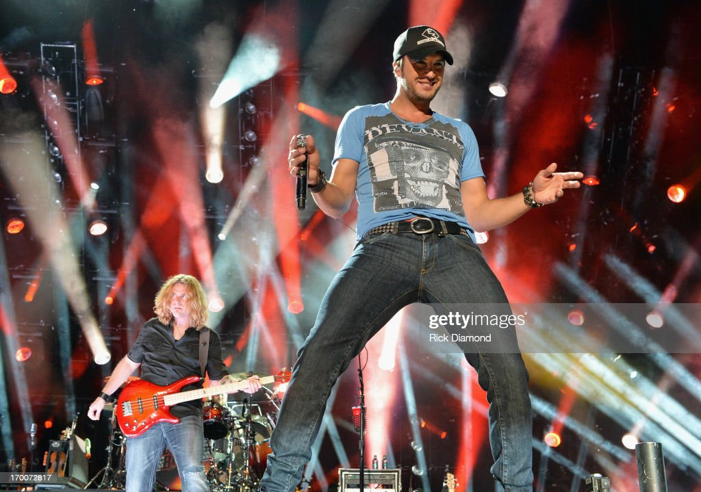 2013 CMA Music Festival - Day 1 : News Photo