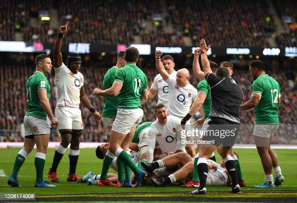 Luke CowanDickie of England touches down for his team's third try during the 2020 Guinness Six Nations match between England and Ireland at...