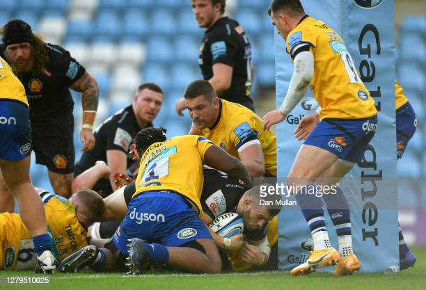 Luke CowanDickie of Exeter Chiefs scores his team's second try during the Gallagher Premiership Rugby first semifinal match between Exeter Chiefs and...