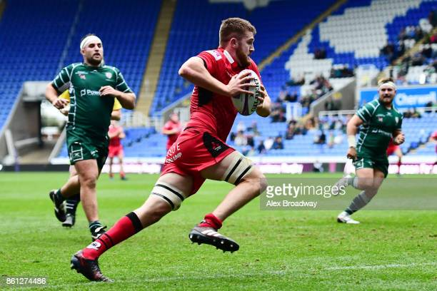 Luke Crosbie of Edinburgh runs in to score a try during the European Rugby Challenge Cup match between London Irish and Edinburgh at the Madejski...