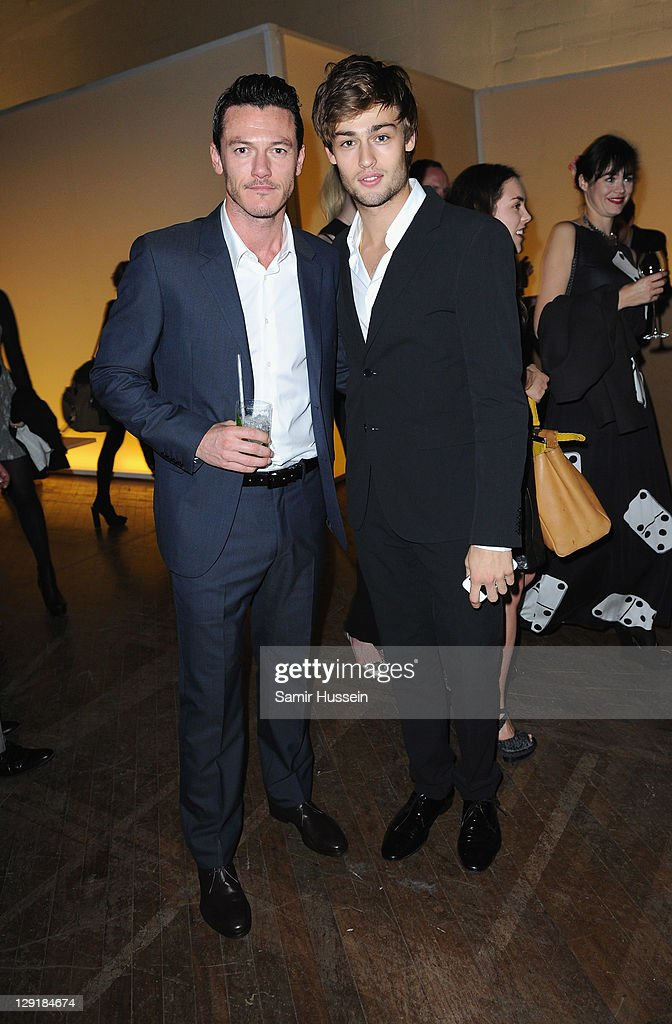 Calvin Klein Collection Hosts Dinner to Celebrate The New Home of London's Design Museum : News Photo