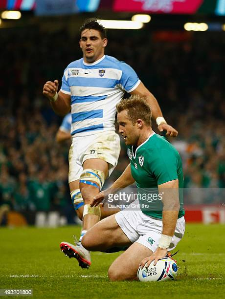 Luke Fitzgerald of Ireland scores his team's first try during the 2015 Rugby World Cup Quarter Final match between Ireland and Argentina at the...