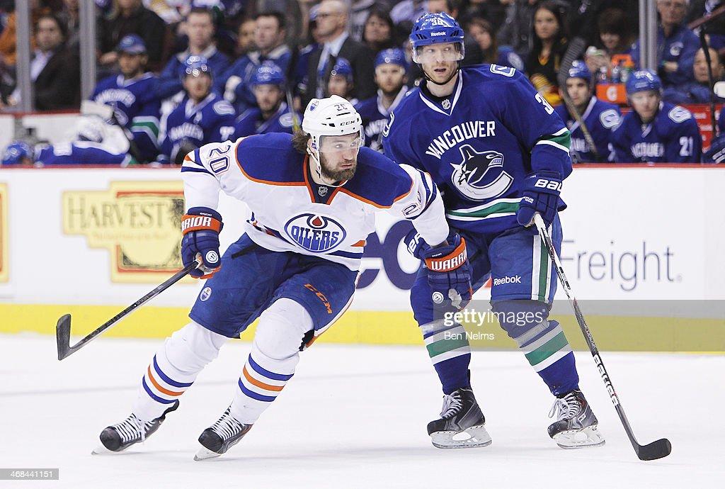 Edmonton Oilers v Vancouver Canucks : News Photo