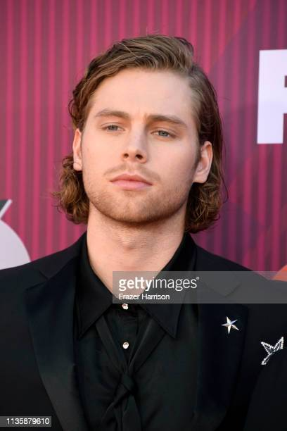 Luke Hemmings of 5 Seconds of Summer attends the 2019 iHeartRadio Music Awards which broadcasted live on FOX at Microsoft Theater on March 14 2019 in...