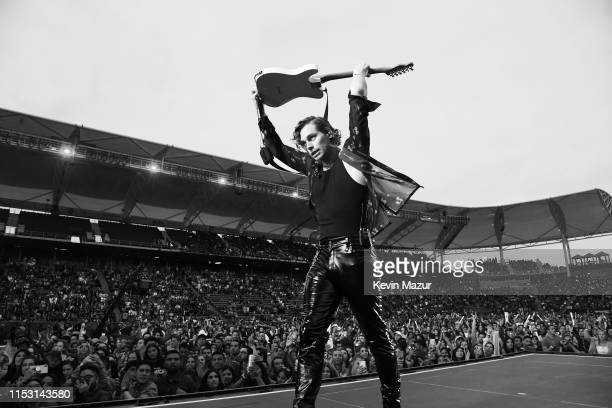 Luke Hemmings of 5 Seconds of Summer performs onstage at 2019 iHeartRadio Wango Tango presented by The JUVÉDERM® Collection of Dermal Fillers at...