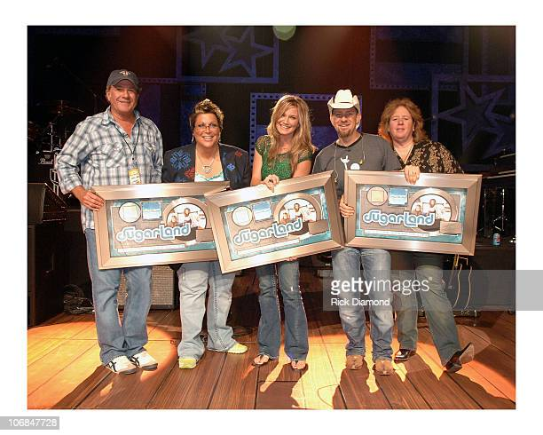Luke Lewis cochairperson of Universal Music Group Nashville with Kristen Hall Jennifer Nettles and Kristian Bush of Sugarland and Gail Gellman...