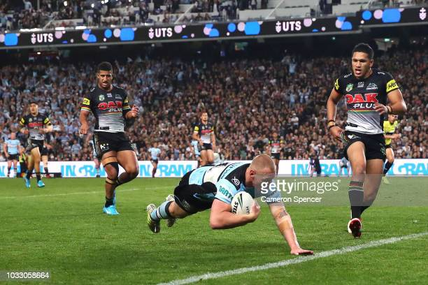 Luke Lewis of the Sharks scores a try during the NRL Semi Final match between the Cronulla Sharks and the Penrith Panthers at Allianz Stadium on...