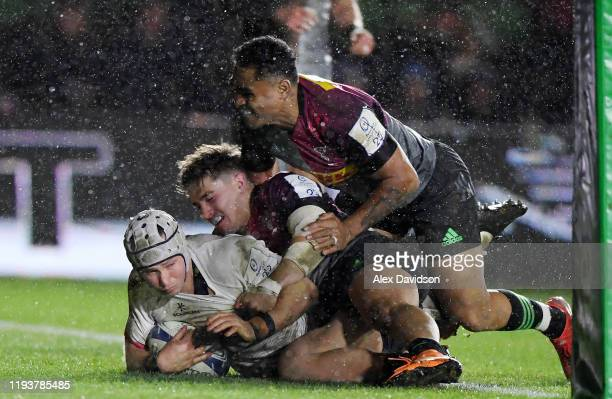 Luke Marshall of Ulster scores a try during the Heineken Champions Cup Round 4 match between Harlequins and Ulster Rugby at Twickenham Stoop on...