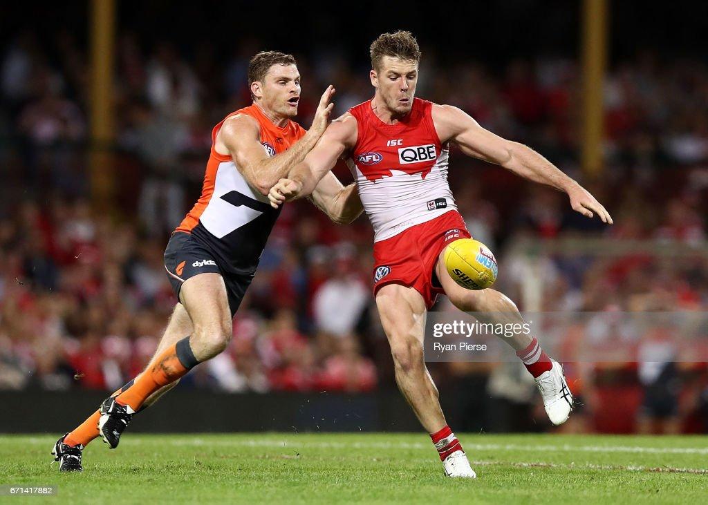 AFL Rd 5 - Sydney v GWS : News Photo