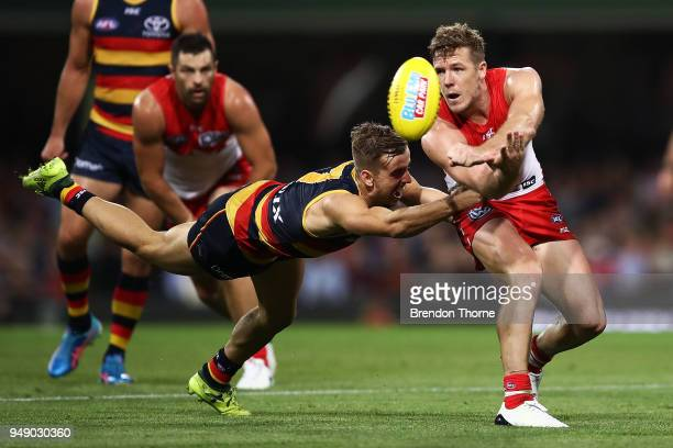 Luke Parker of the Swans handpasses during the round five AFL match between the Sydney Swans and the Adelaide Crows at Sydney Cricket Ground on April...