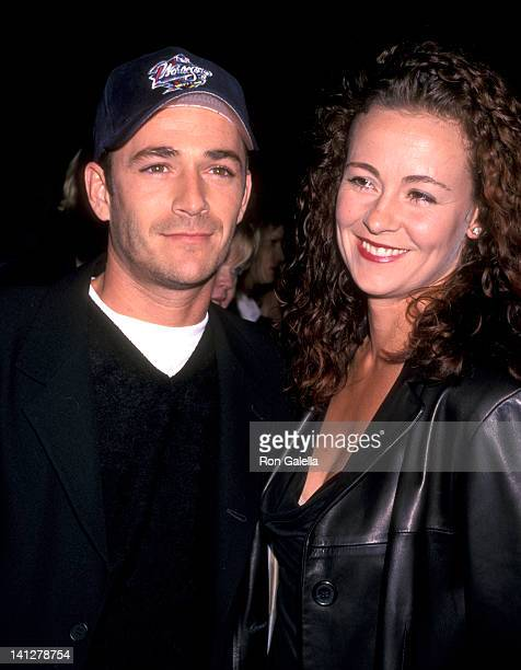 Luke Perry and Minnie Sharp at the Premiere of 'Pleasantville' Mann National Theatre Westwood