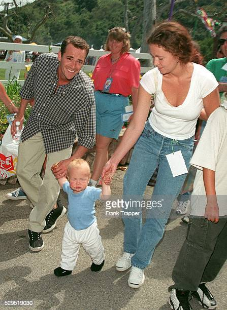 Luke Perry with his son and his wife Minnie Sharp