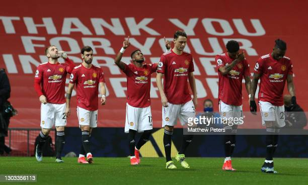 Luke Shaw, Bruno Fernandes, Fred, Nemanja Matic, Marcus Rashford, Aaron Wan-Bissaka of Manchester United walk out ahead of the Premier League match...