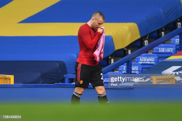 Luke Shaw of Manchester United leaves the pitch during the Premier League match between Everton and Manchester United at Goodison Park on November...