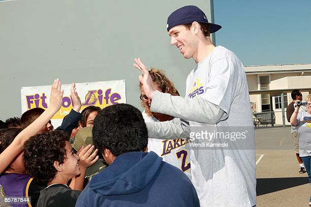 Luke Walton of the Los Angeles Lakers high fives students during Anthem Blue Cross's Fit for Life nutrition campaign on March 16 2009 at Mark Twain...