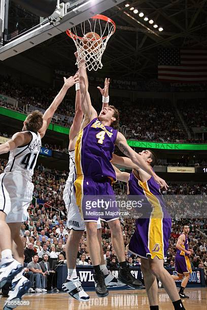 Luke Walton of the Los Angeles Lakers shoots a layup against Andrei Kirilenko of the Utah Jazz during the game at EnergySolutions Arena on November...