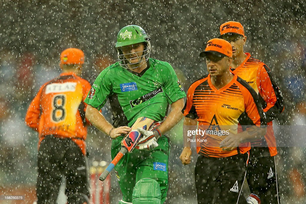Luke Wright of the Stars heads from the field with Scorchers players as heavy rain sets in during the Big Bash League match between the Perth Scorchers and the Melbourne Stars at WACA on December 12, 2012 in Perth, Australia.
