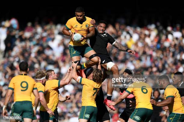 Lukhan Salakaia-Loto of the Wallabies and Shannon Frizell of the All Blacks contest a lineour during the Bledisloe Cup match between the New Zealand...