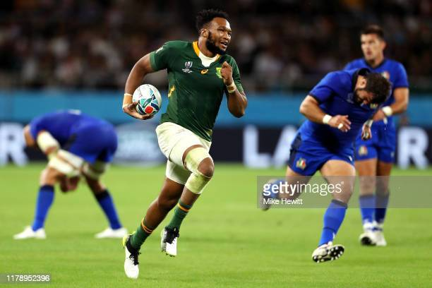 Lukhanyo Am of South Africa breaks away to go on and score his team's fourth try during the Rugby World Cup 2019 Group B game between South Africa v...