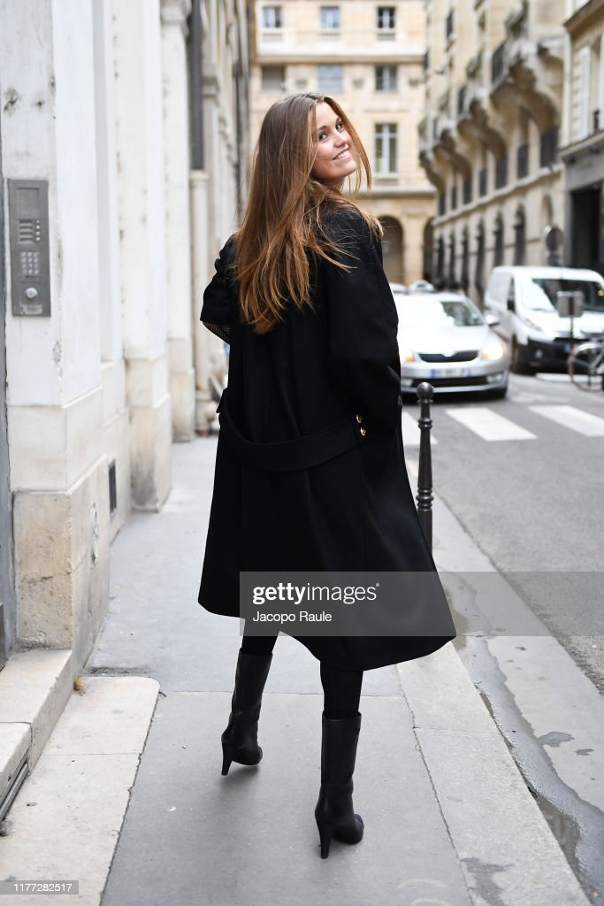 Celebrity Sightings : Paris Fashion Week - Womenswear Spring Summer 2020 : Day Four : ニュース写真