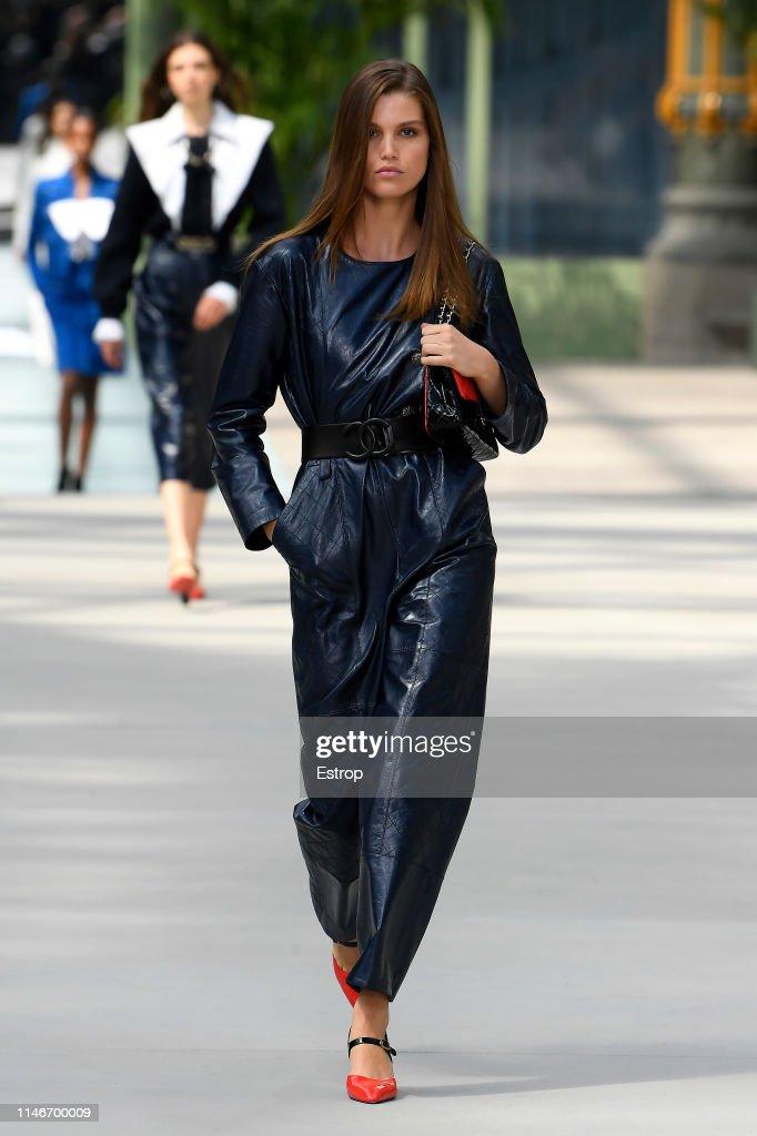 Chanel Cruise Collection 2020 : Runway At Grand Palais In Paris : ニュース写真