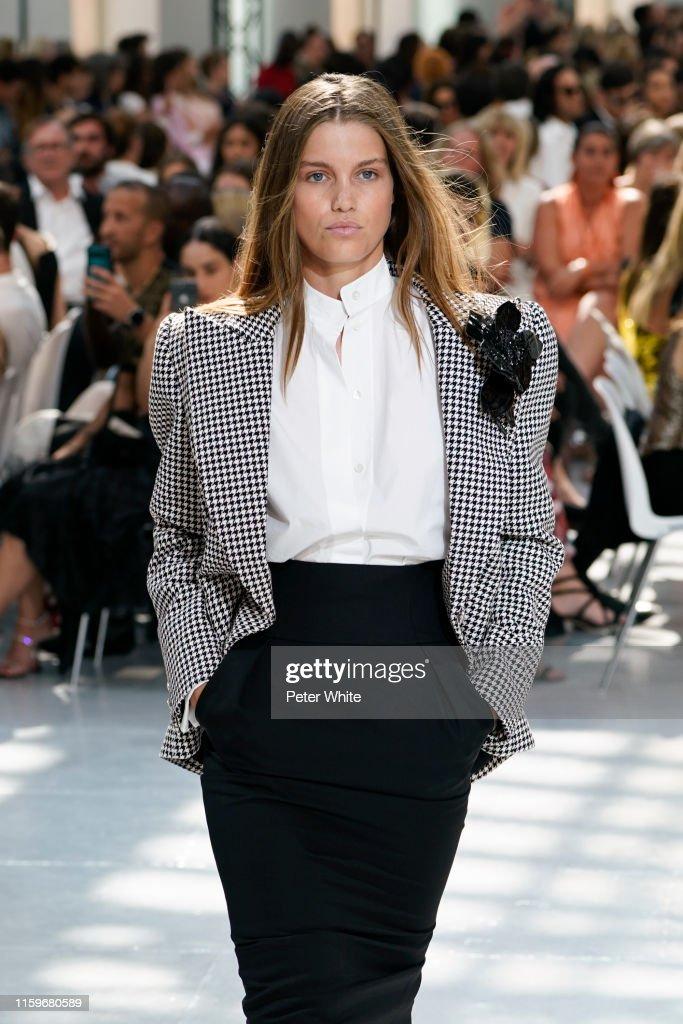 Alexandre Vauthier : Runway - Paris Fashion Week - Haute Couture Fall/Winter 2019/2020 : ニュース写真