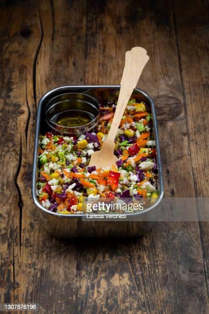lunch box with colorful salad - larissa veronesi stock-fotos und bilder