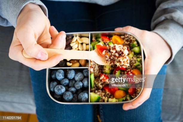lunchbox with quinoa salad with tomato and cucumber, blue berry and trail mix - gezonde voeding stockfoto's en -beelden