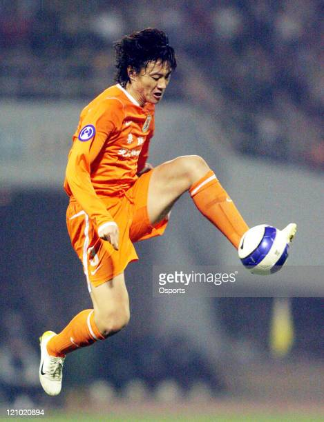 Luneng's Wang Chao during a Group G AFC Champions League match between Shandong Luneng and Seongnam Ilhwa in Jinan China on March 21 2007 Shandong...