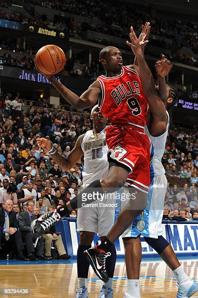 Luol Deng of the Chicago Bulls looks to pass against the Denver Nuggets on November 21 2009 at the Pepsi Center in Denver Colorado NOTE TO USER User...