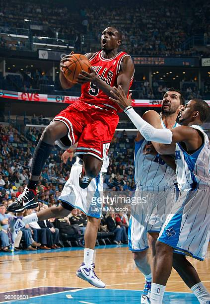 Luol Deng of the Chicago Bulls shoots over Peja Stojakovic and Chris Paul of the New Orleans Hornets on January 29 2010 at the New Orleans Arena in...