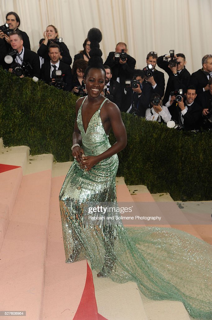 Lupita Nyong'o attends 'Manus x Machina: Fashion In An Age Of Technology' Costume Institute Gala at Metropolitan Museum of Art on May 2, 2016 in New York City.